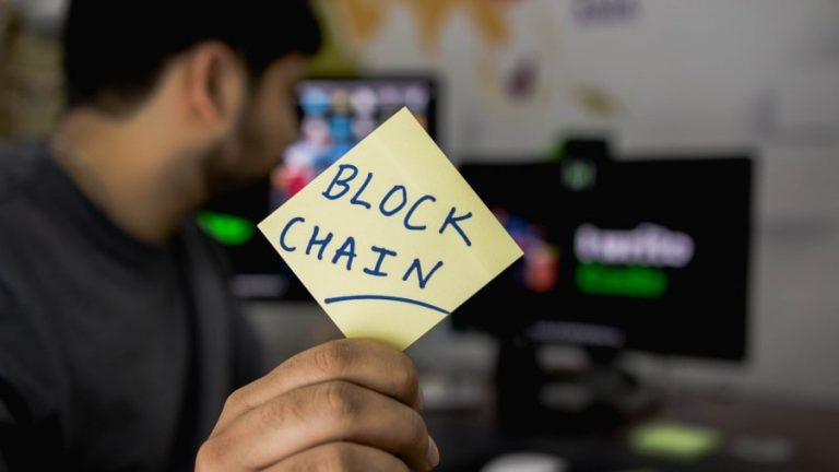 What benefits does blockchain offer retail min